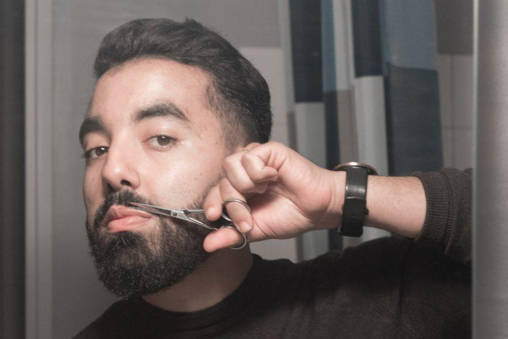 ciseaux barbe et moustache