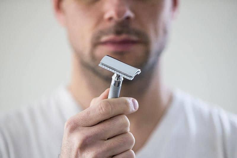 coupure rasoir - stopper le saignement
