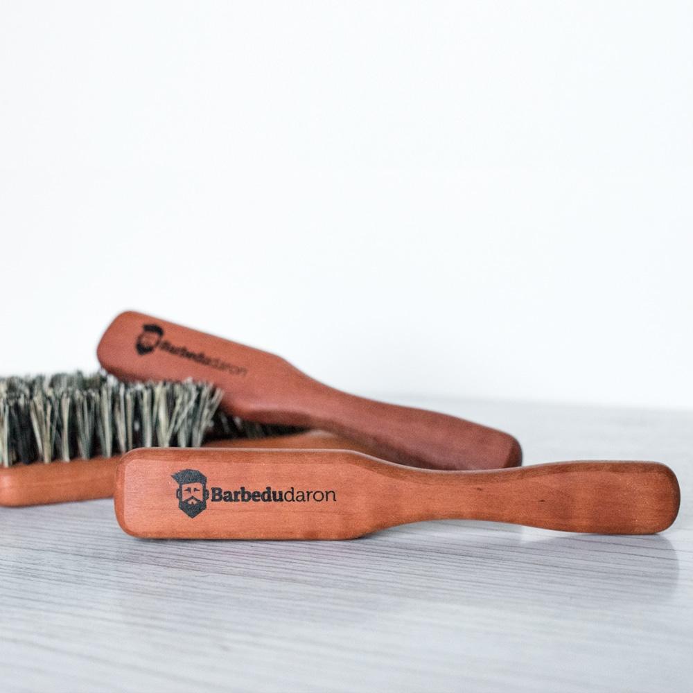 Brosse à barbe en poils d'agave avec manche