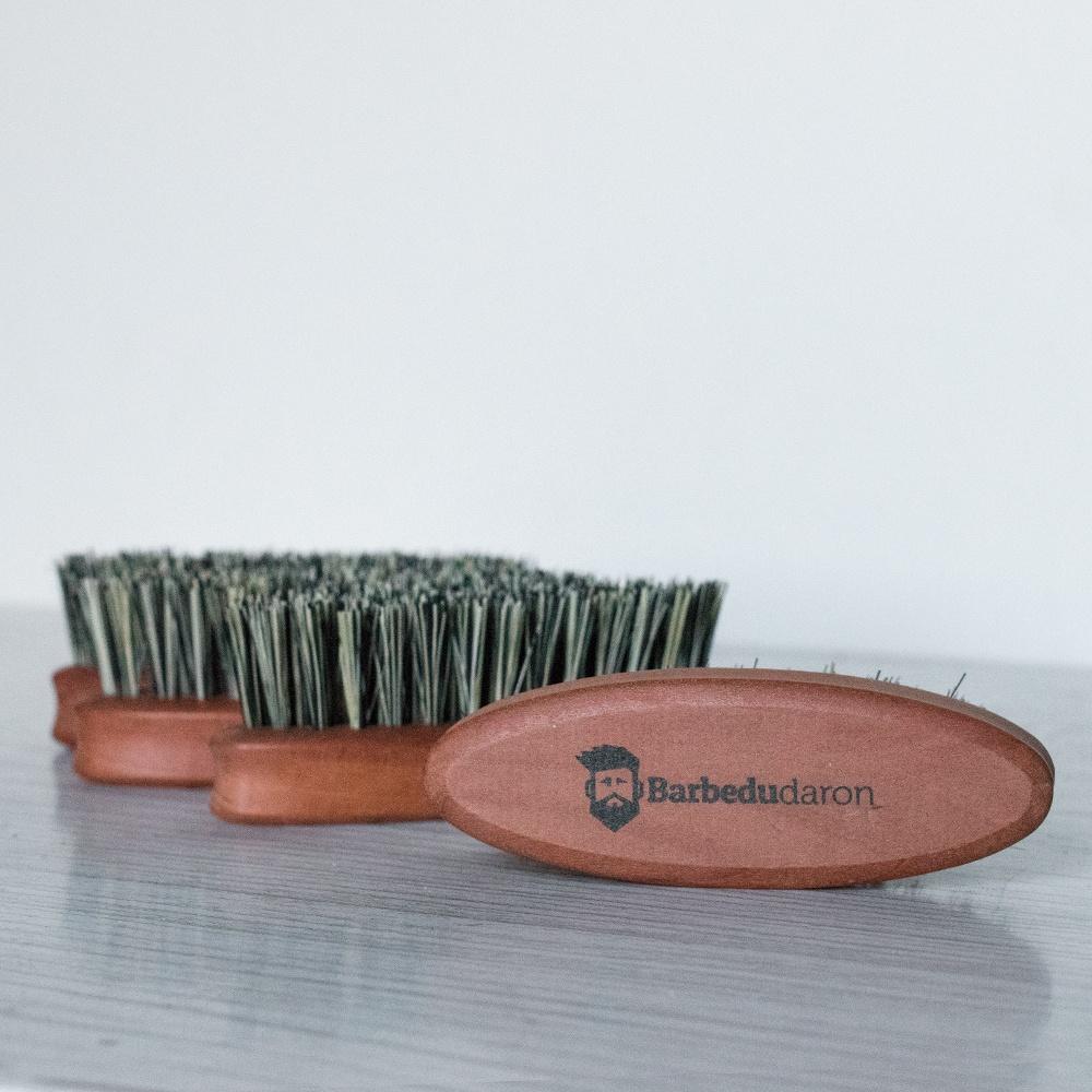 Brosse à barbe en poils d'agave format militaire